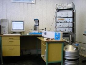 Установка для измерений комплексной диэлектрической проницаемости и температурных коэффициентов диэлектрической проницаемости керамических материалов на СВЧ с возможностью подачи на испытуемые образцы постоянного электрического напряжения